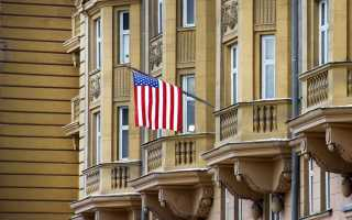 По каким причинам американские посольства запретили временно выдавать неиммиграционные визы россиянам