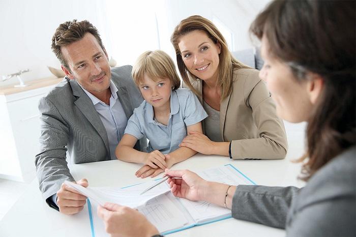 За малолетних детей анкету подписывают родители