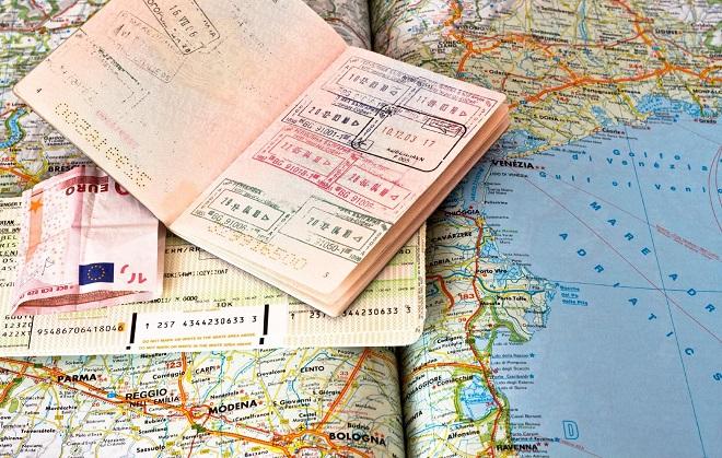 Карта, загранпаспорт, деньги