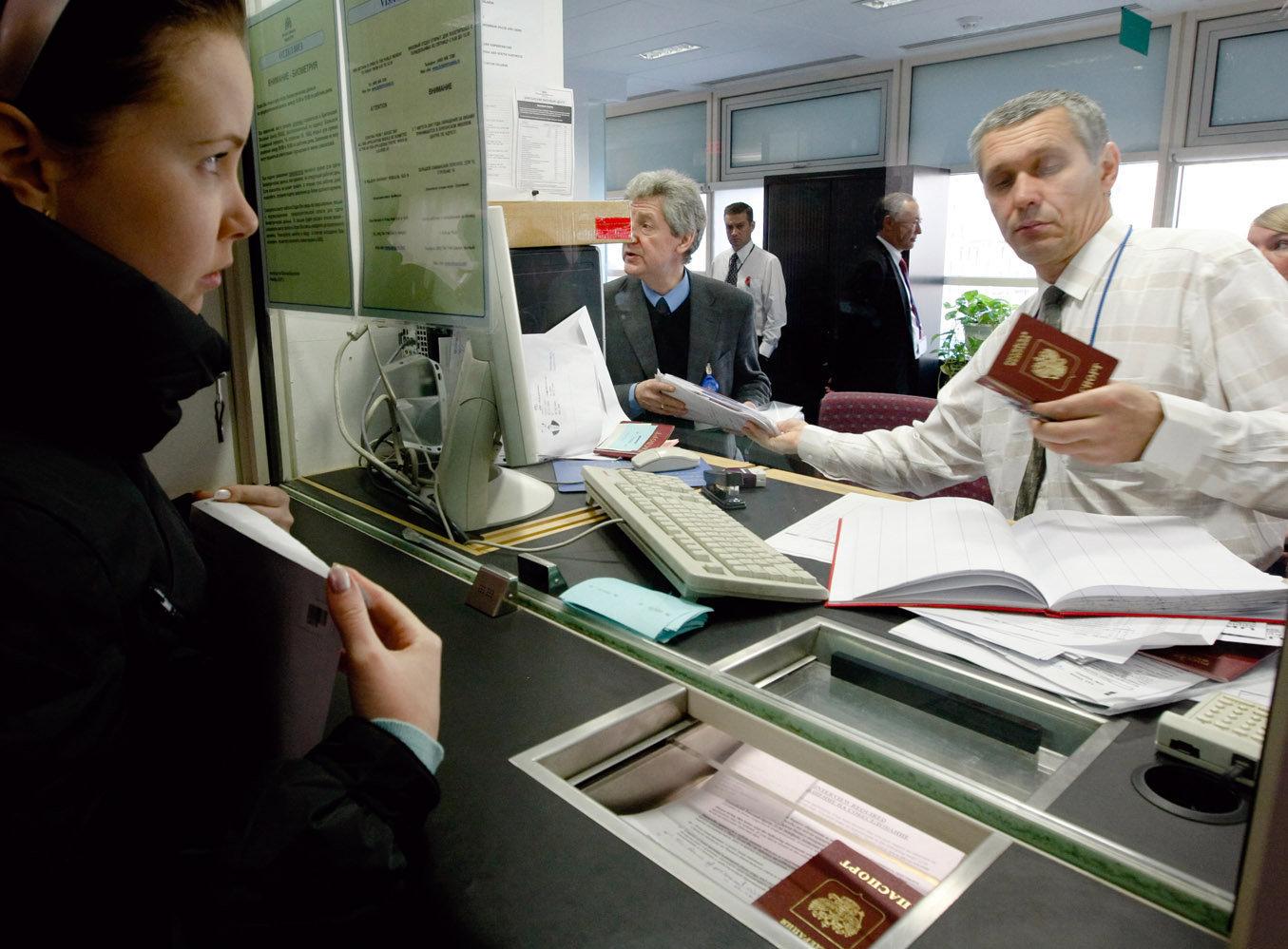 Офицер в посольстве
